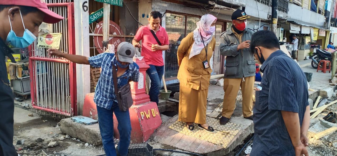Pastikan Pekerjaan Crossing Latumenten, Kasudis SDA Jakbar Sidak ke Lokasi