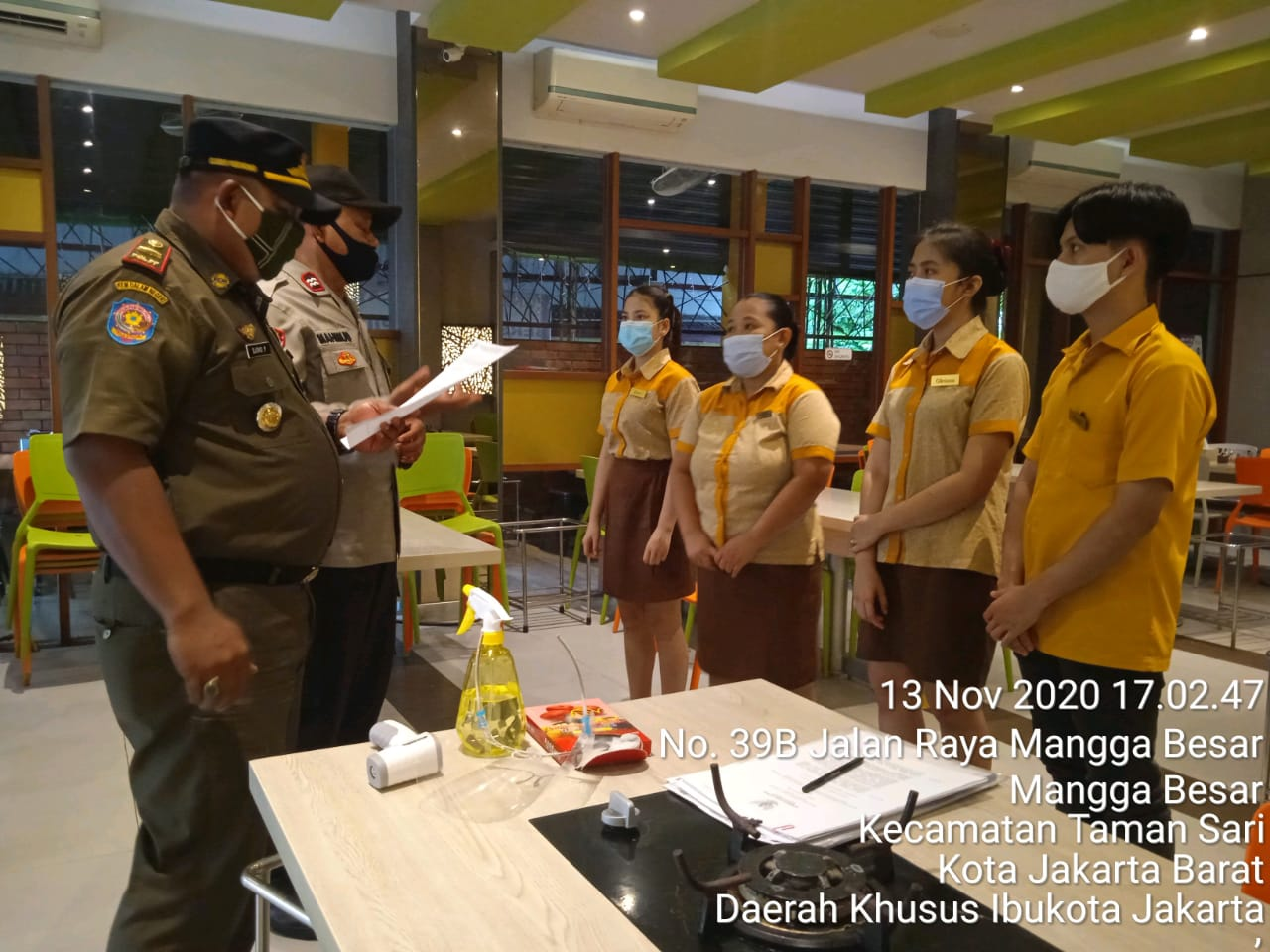 Kasatpol PP Mangga Besar Sidak Rumah Makan, Meningkatkan Pengawasan Prokes
