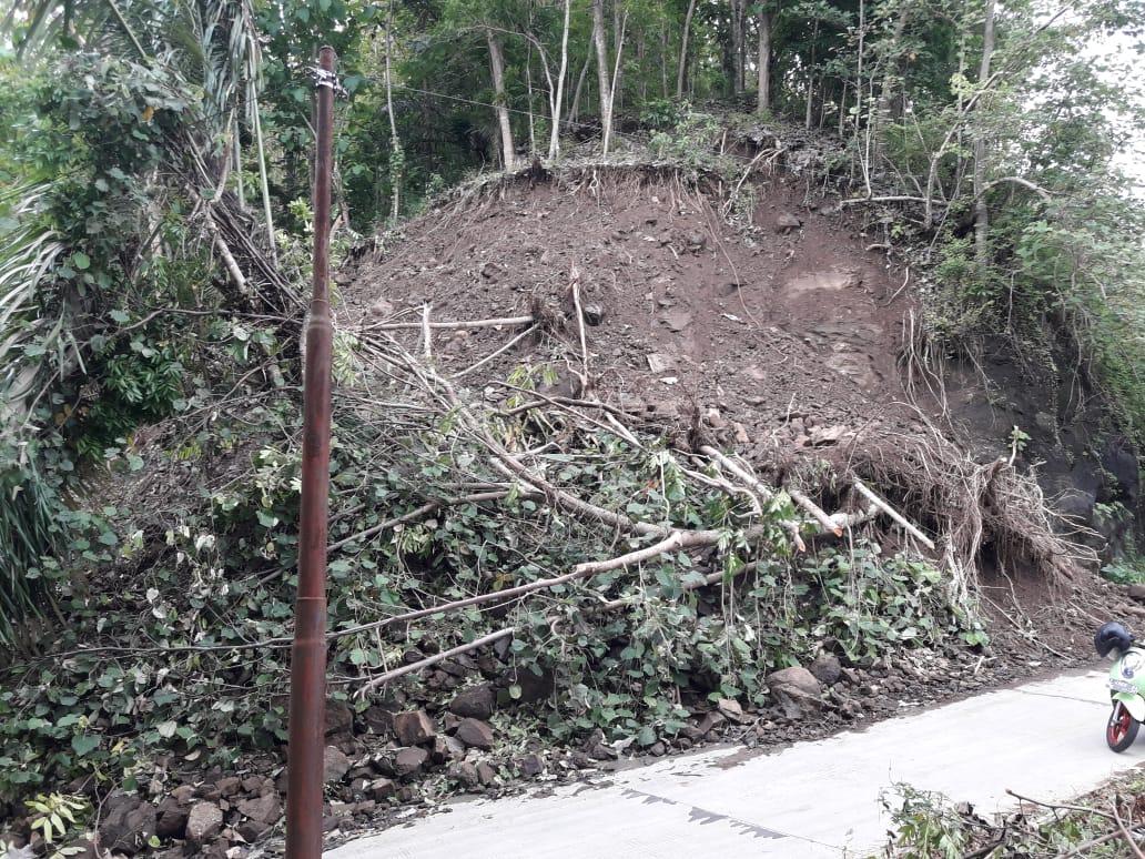 Jalan Menghubungkan Desa Sindangwangi- Bojongsari Nyaris Tidak Terawat