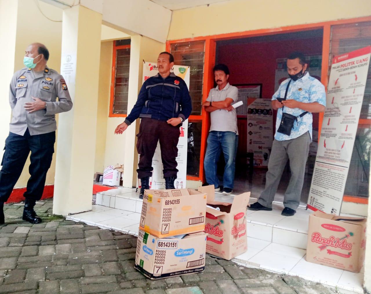 Ketua Bawaslu Maros Protes Kantornya Dititipi Paket Sembako Untuk Disalurkan Ke Warga