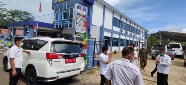 Memastikan Pelayanan Kesehatan Kepada MasyarakatPjs Bupati Pesibar Sidak ke Puskesmas Bengkunat