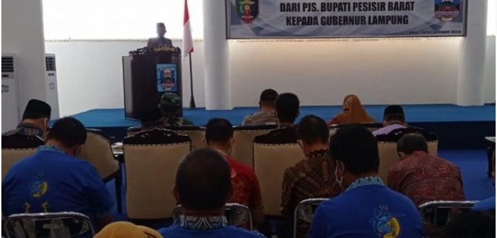 Akhir Tugas Sebagai Pjs Bupati Pesisir Barat, Achmad Chrisna Serahterima Kepada Gubernur Lampung