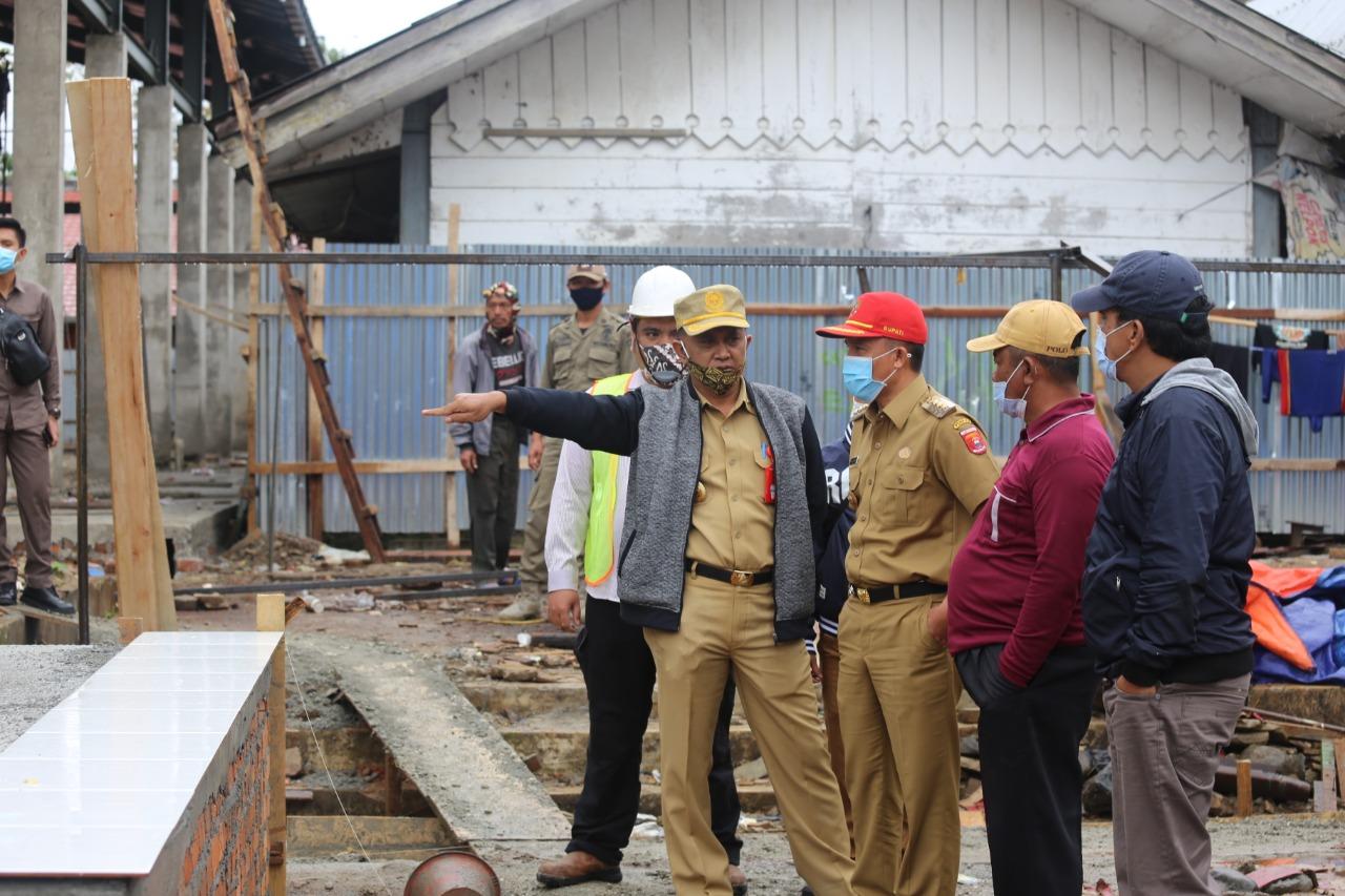 Bupati Lampung Barat Parosil Mabsus Meninjau Pembangunan Revitalisasi Pasar Liwa