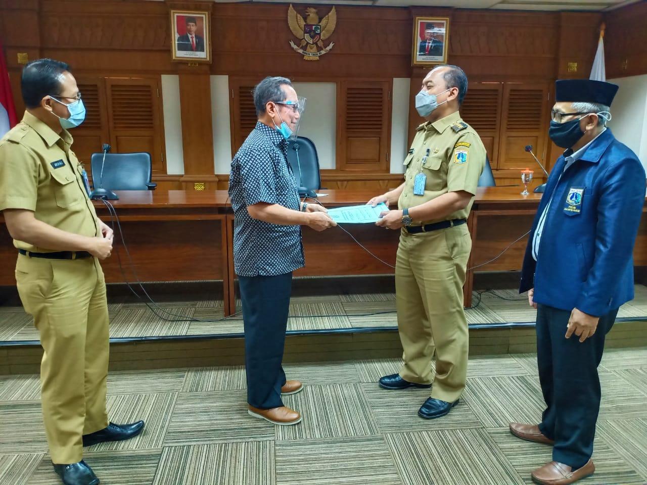 Walikota Uus Kuswanto Didampingi Ketua FKUB Serahkan Surat Rekomendasi Pembangunan Masjid Attabayun