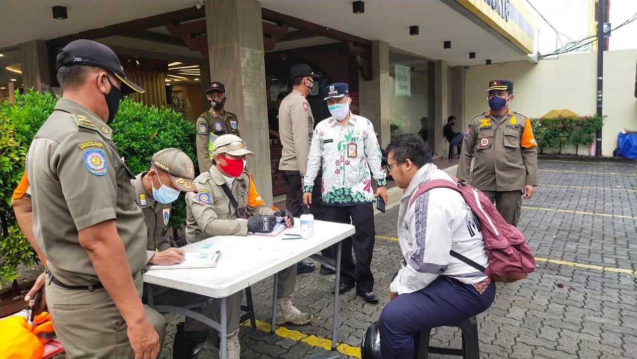 Perketat Prokes, Satpol-PP Kecamatan Tamansari Gelar Gelar Operasi Masker