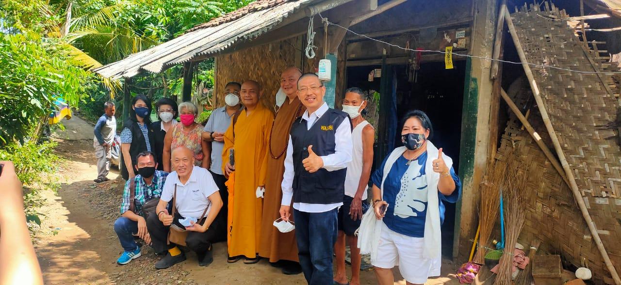 Aksi Sosial MAHABUDHI, Suhu Pu Shan dan Timnya Merehab Rumah Gubuk
