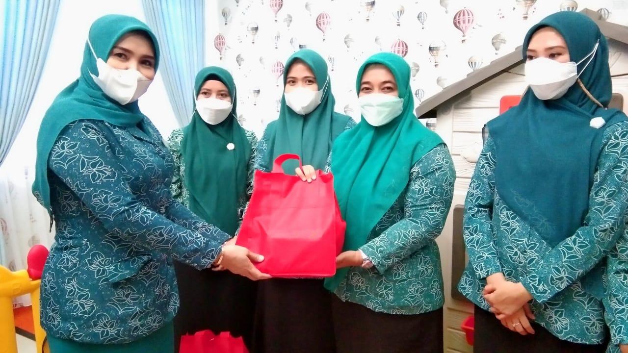 TP PKK Kabupaten Maros Memberikan Paket Makanan Tambahan (PMT) untuk Anak Stunting Dan Gizi Buruk