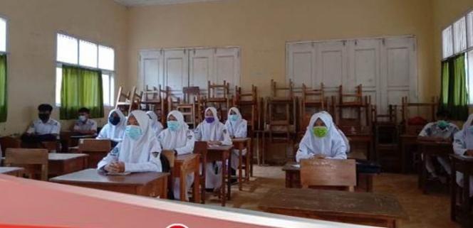 Sekolah Menengah Kejuruan Negeri (SMKN) 1 Krui Terapkan Pembelajaran Tatap Muka Terbatas