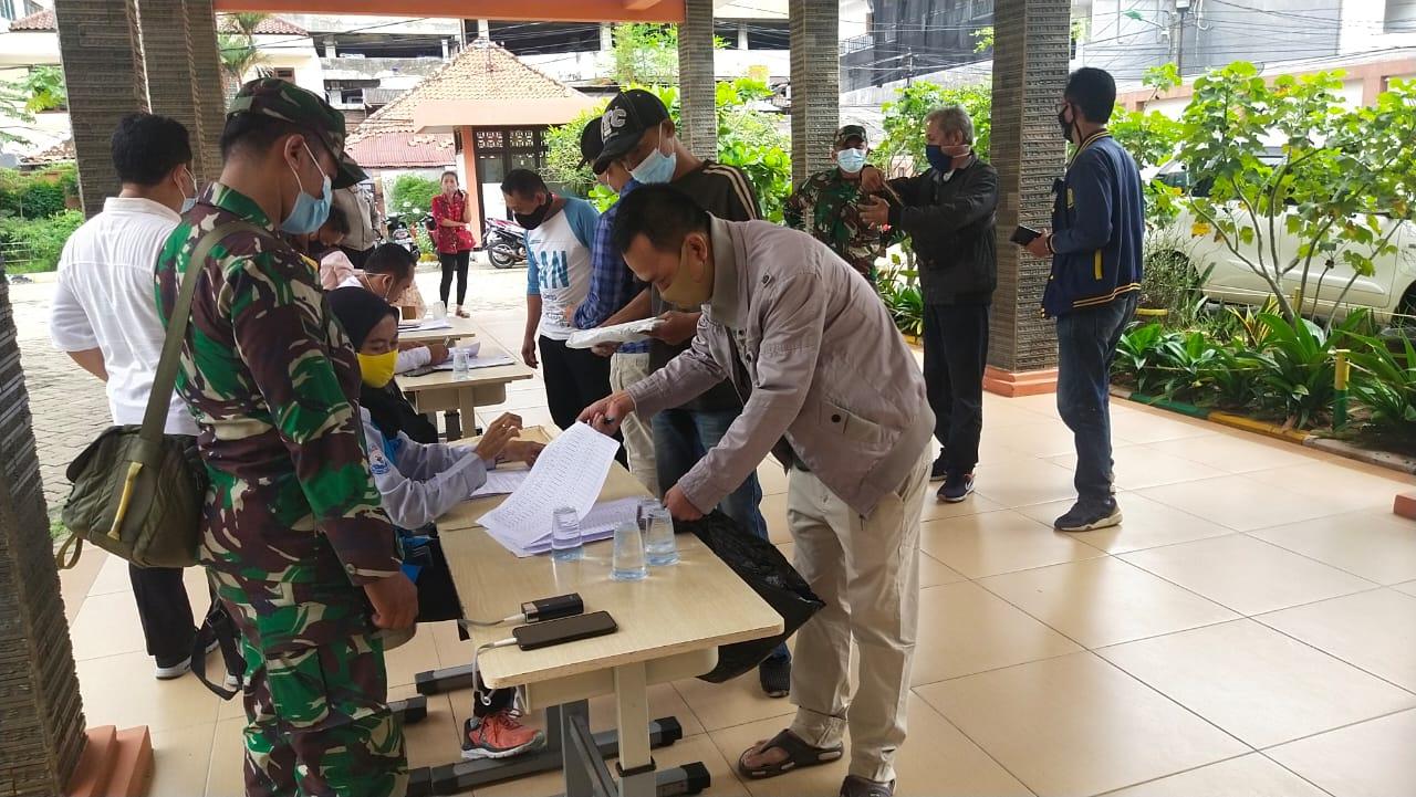 Pengucuran BST Pemprov DKI Jakarta di Kelurahan Mangga Besar dan Tangki