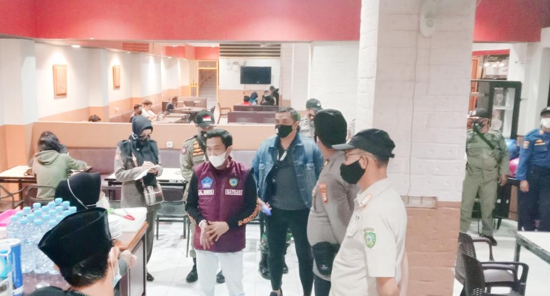 Tim Forkopimcam Kecamatan Turikale Lakukan Sosialisasi Surat Edaran Bupati Ke Pelaku Usaha Kuliner