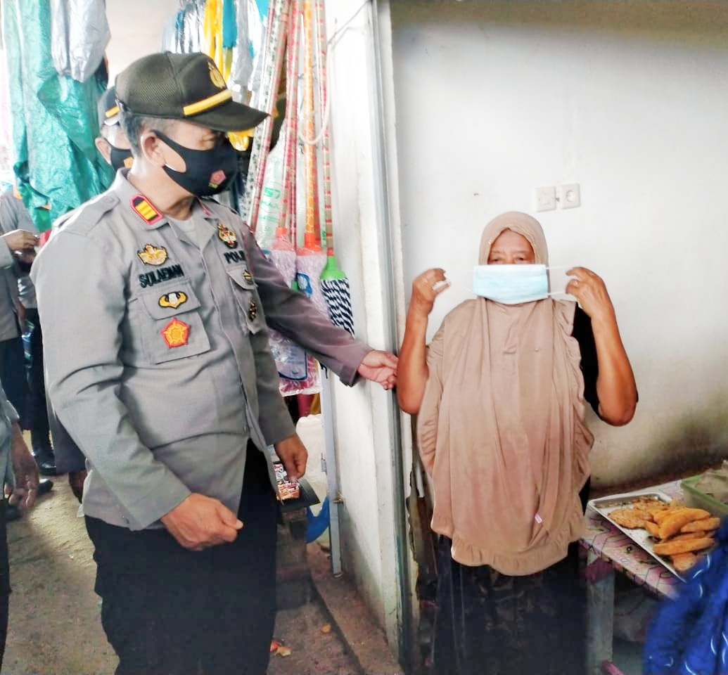 Kapolsek Lau Sidak Pedagang dan Pengunjung Pasar Barandasi Terkait Prokes