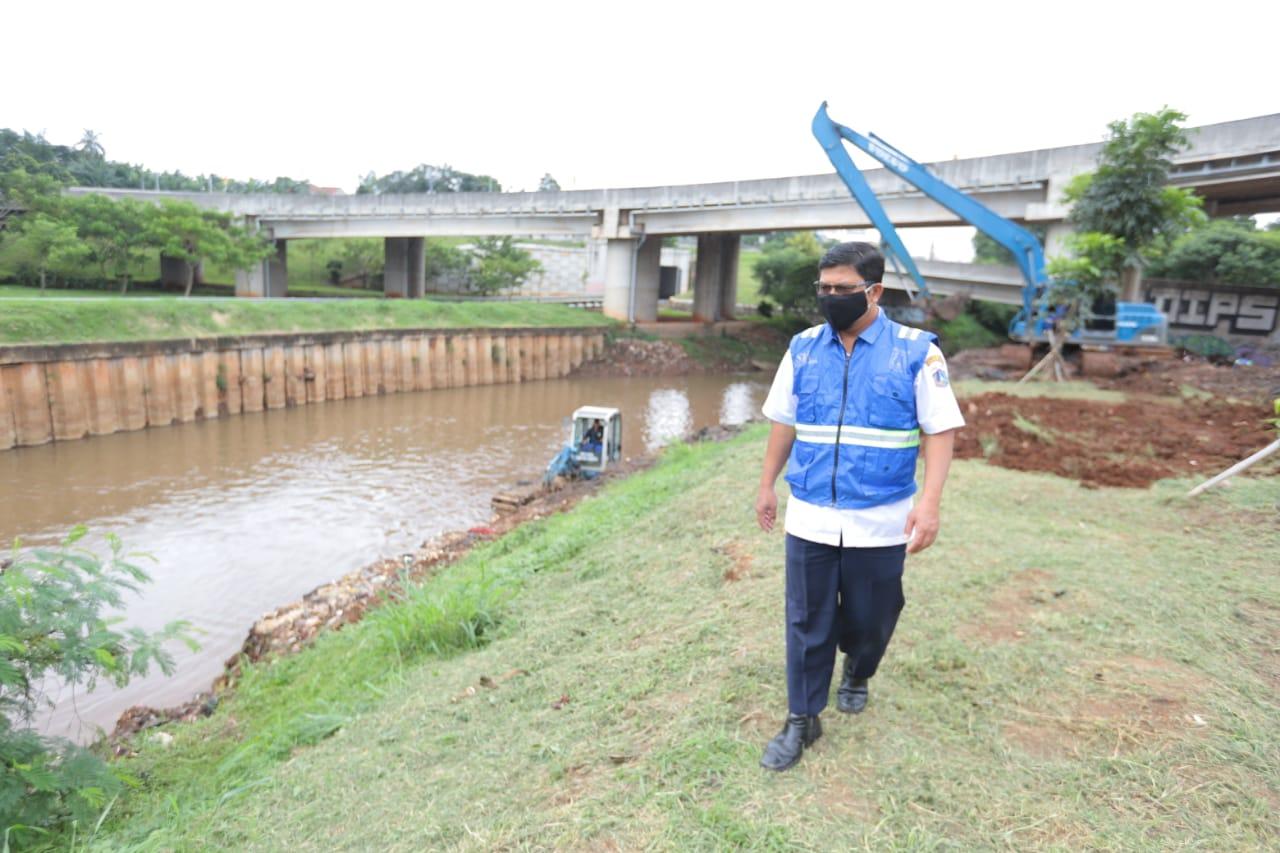Waspada Banjir, Sudin SDA Jaksel Keruk 29 Titik Kali Skala Besar dan Kali PHB