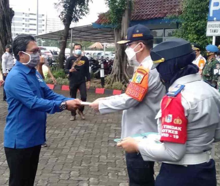 Kadishub DKI Jakarta Tutup Operasi Lintas Jaya dan Beri Bantuan Melalui PWI Koordinatoriat Jakbar