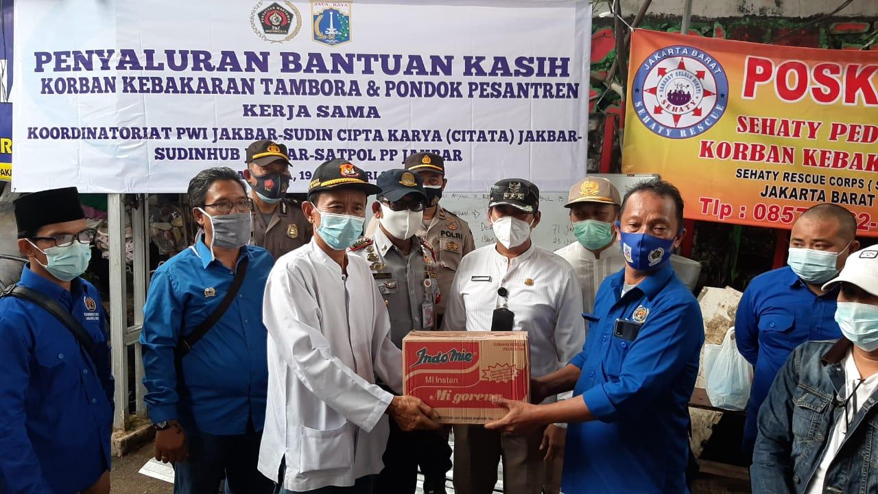 PWI Koordinatoriat Jakbar Kembali Bergerak Salurkan Bantuan untuk Korban Kebakaran dan Ponpes