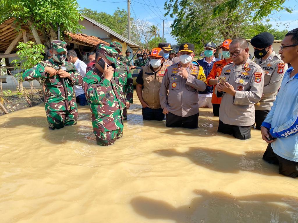 Pangdam-Kapolda Metro Bantu Evakuasi Tanggul Citarum Bekasi Jebol