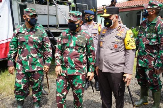 TNI–Polri dan Basarnas Evakuasi 8.000 Warga Korban Tanggul Citarum