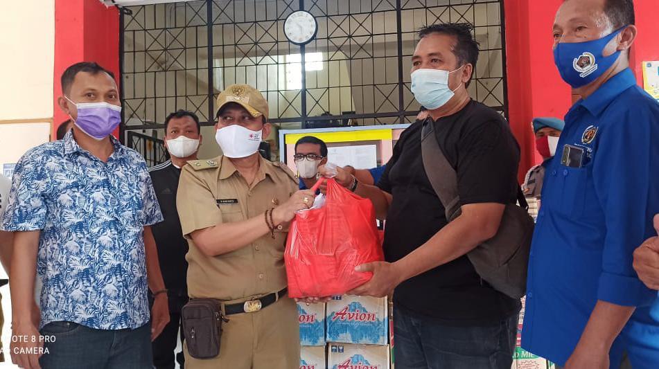 PWI Koordinatoriat Jakbar Salurkan Bantuan Kepada Korban Terdampak Banjir di Kembangan Utara