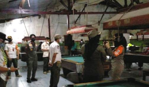 Langgar Prokes, Tempat Main Bilyar di Srengseng Raya Disegel Satpol PP Kembangan