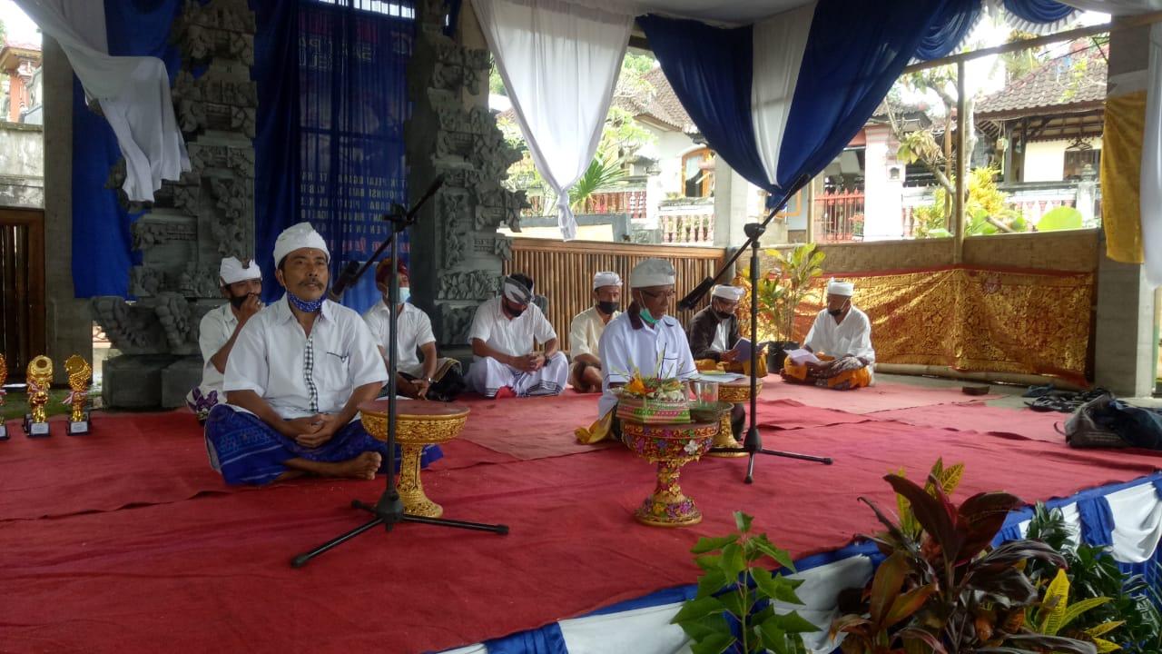 Kades TigawasaBersama Masyarakat Lestarikan Budaya Berbahasa Bali
