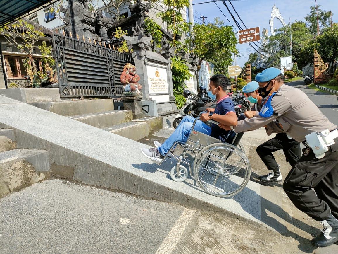Kapolsek Kompol Yudistira Beri Kemudahan Pelayanan Bagi Penyandang Disabilitas