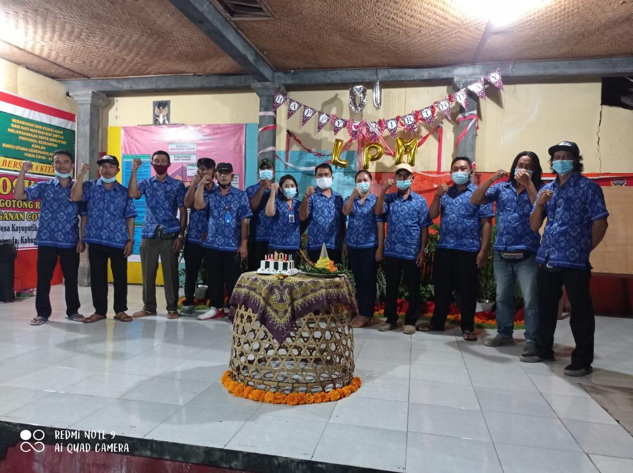 LPM Kayuputih Berbagi Sembako Bersama Donatur untuk Lansia Sambut HUT