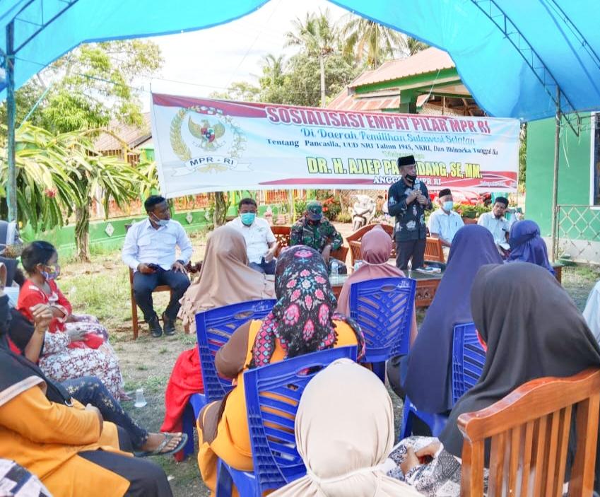 Anggota MPR RI Ajiep Padindang Sosialisasi Empat Pilar di Kecamatan Patimpeng Kab.Bone