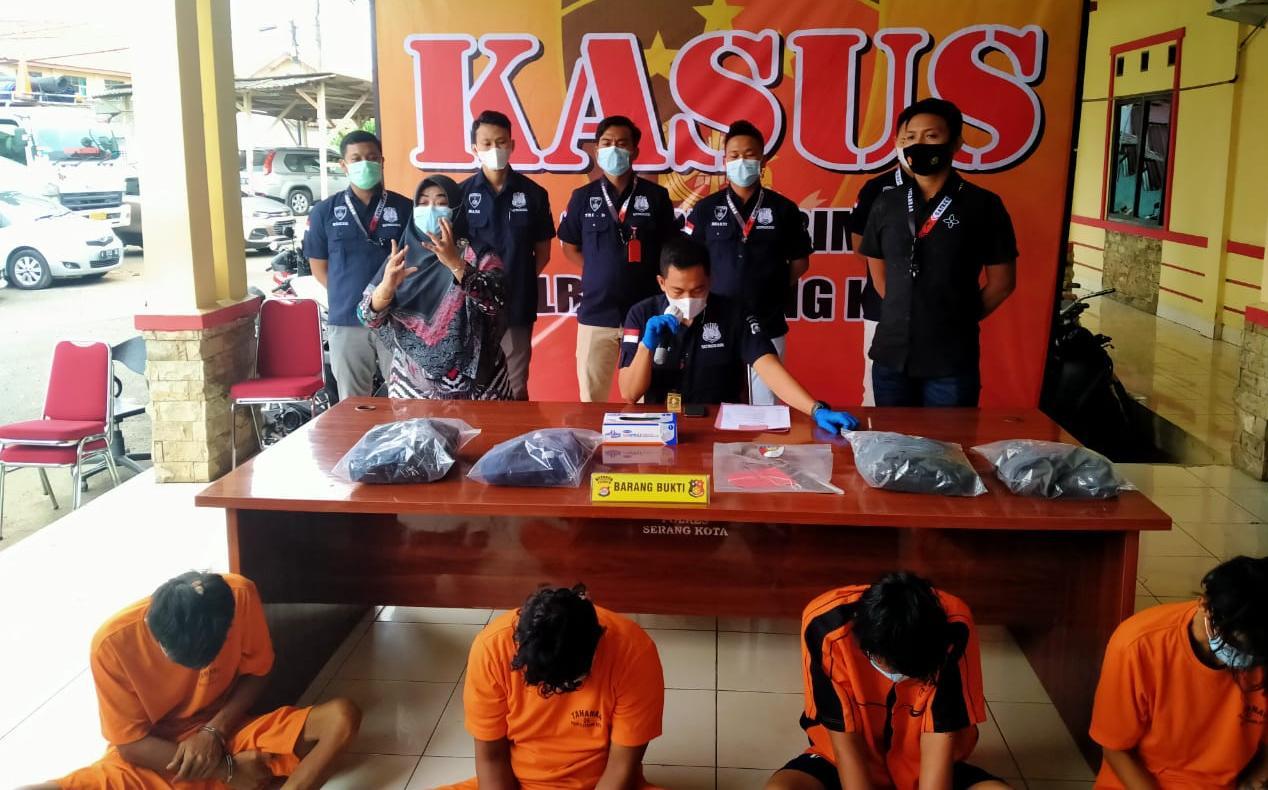 Dor.. ! 4 Pelaku Pembacokan di Pasar Induk Rau Dilumpuhkan Polisi