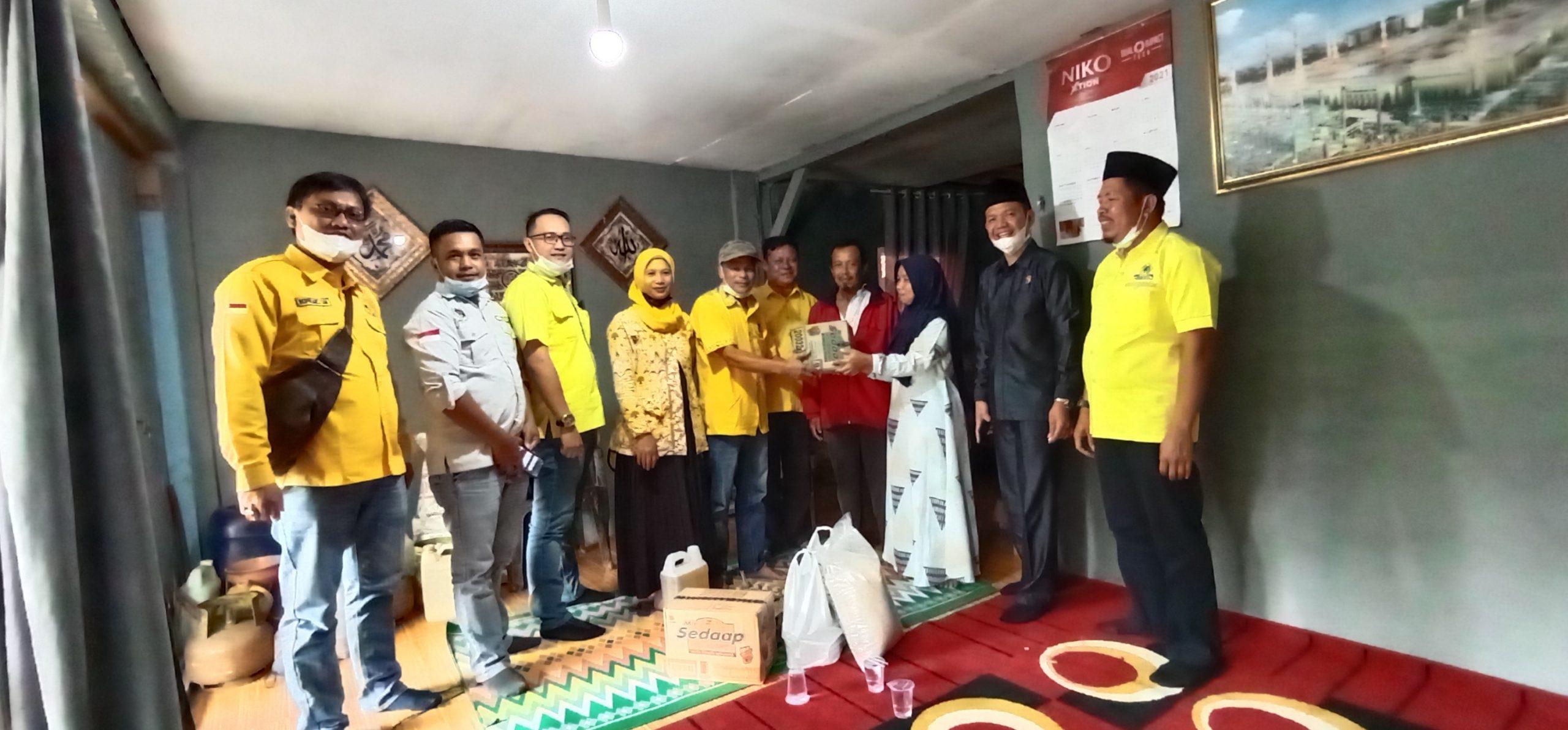 Turut Prihatin Musibah Banjir Bandang, DPD II Partai Golkar Lambar Serahkan Bantuan