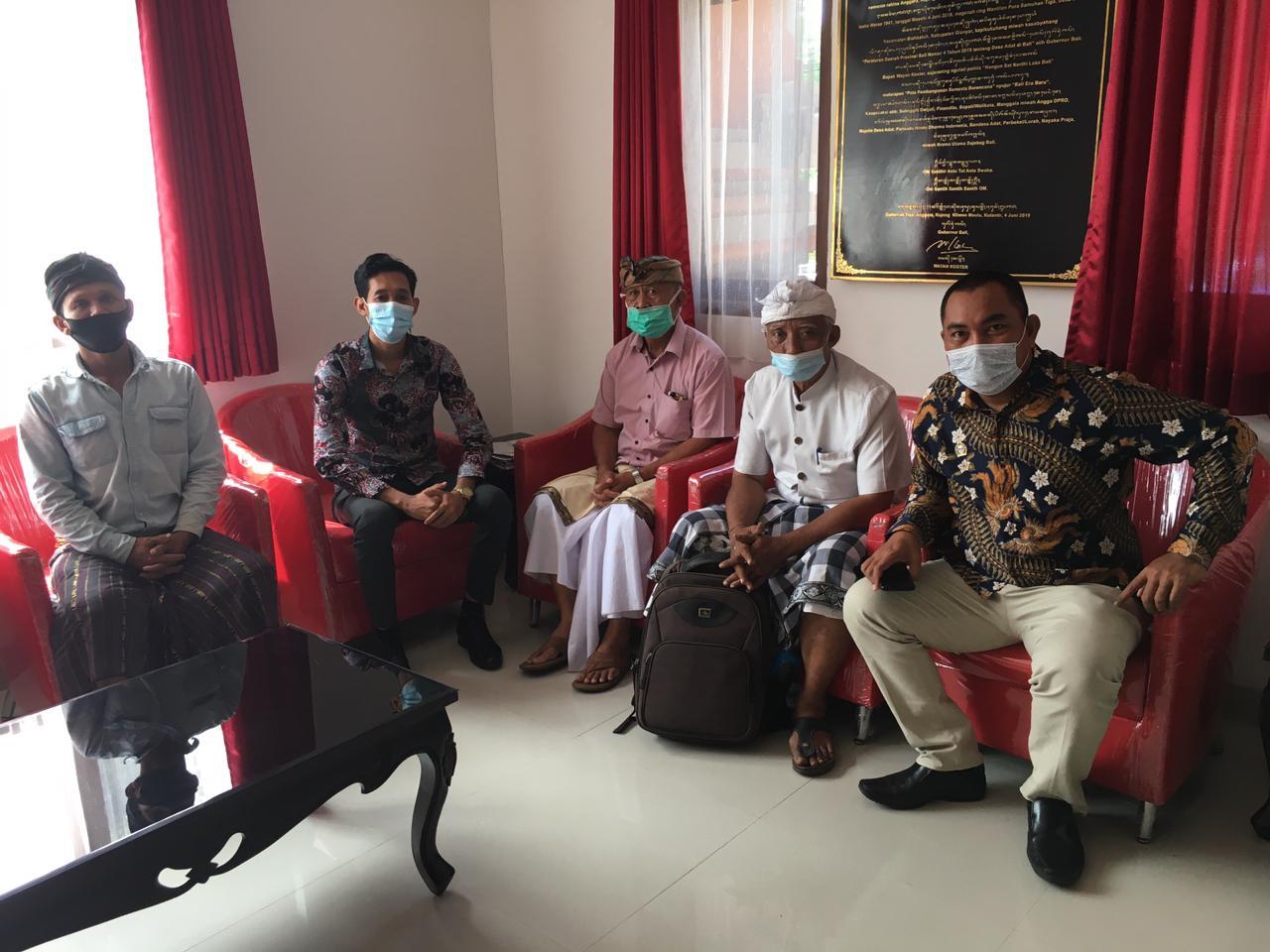 Jro Wiryasa Datangi MDA Bali Sampaikan Surat Keberatan Diberhentikan Sepihak