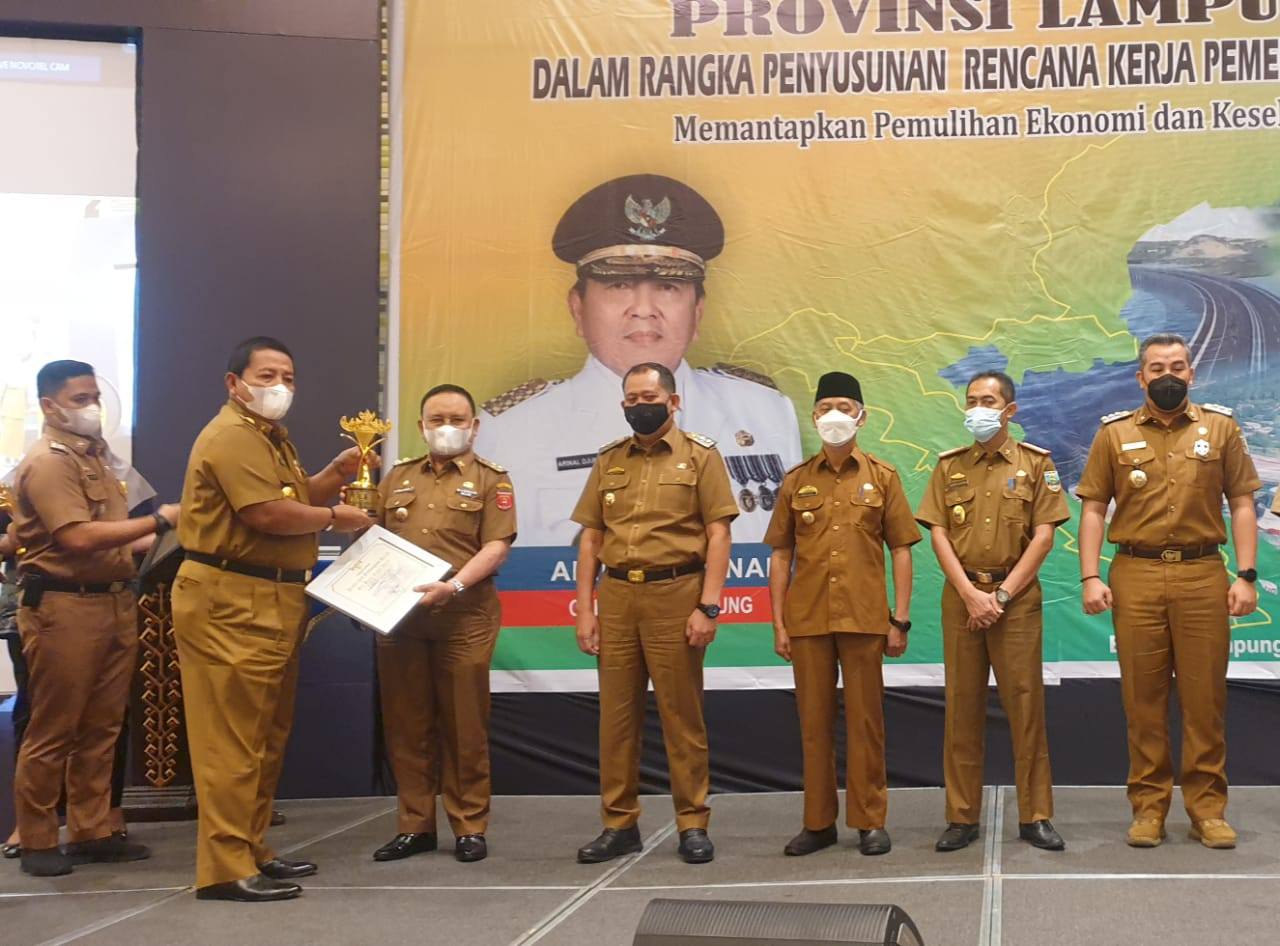 Pemkab Lambar Raih Penghargaan Terbaik 1 Dalam Perencanaan & Pencapaian Pembangunan Daerah
