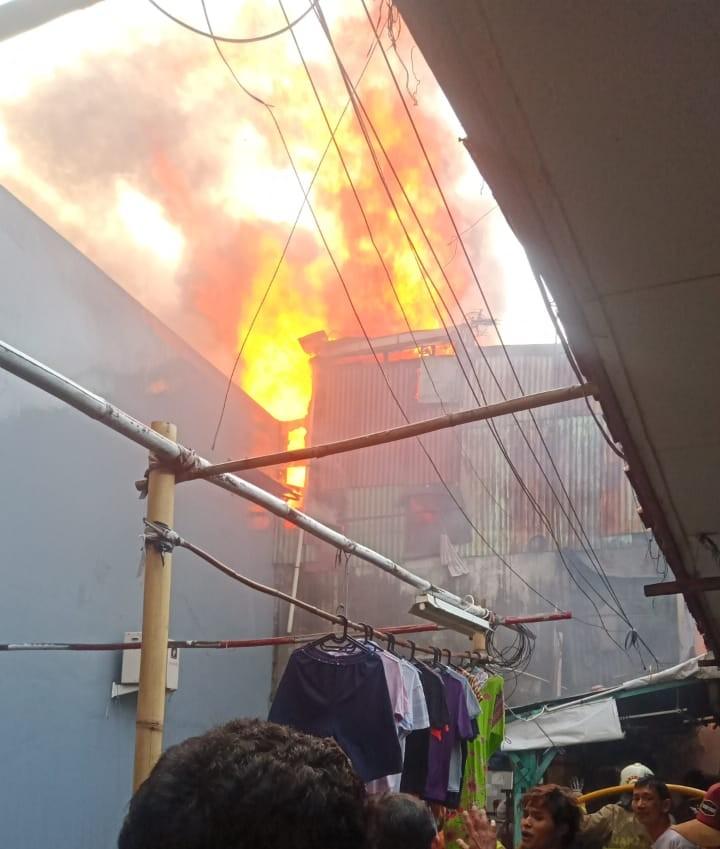 Kebakaran Melanda Pemukiman Padat Penduduk di Taman Sari