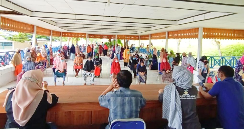 Warga Kecamatan Mallawa Kabupaten Maros Terima BST tahun 2021