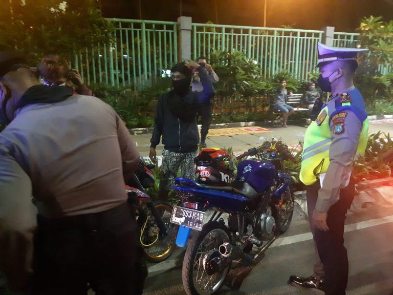 Polres Metro Bekasi Kota Gencar Patroli Tindak Pembalap Liar-Knalpot Bising