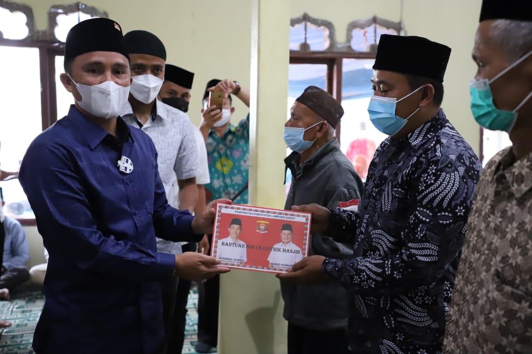 Bupati Lambar Safari Ramadhan di Masjid Al hidayah Luncurkan Pembayaran Rekening Listrik Rumah Ibadah