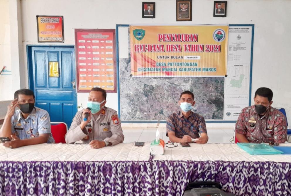 Camat Mandai Pantau Penyaluran BLT DD di Desa Pattotongan