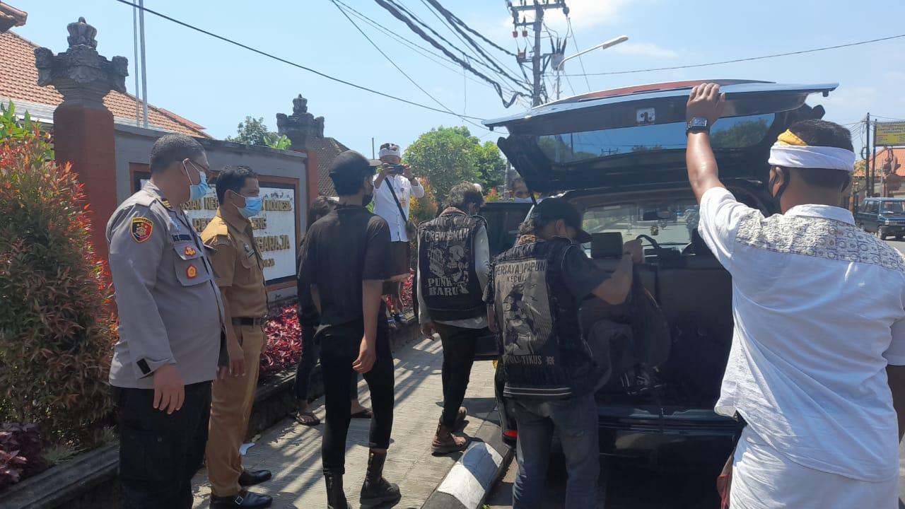 4 Pria Tanpa KTP dan Rapid Tes Lolos di Gilimanuk, Menuju Pantai Pandawa Dipulangkan Polsek dan Dinsos