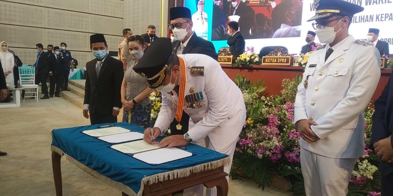 Benyamin Davnie – Pilar Saga Ichsan Disahkan Jadi Walikota dan Wakil Walikota Tangsel Periode 2021-2026