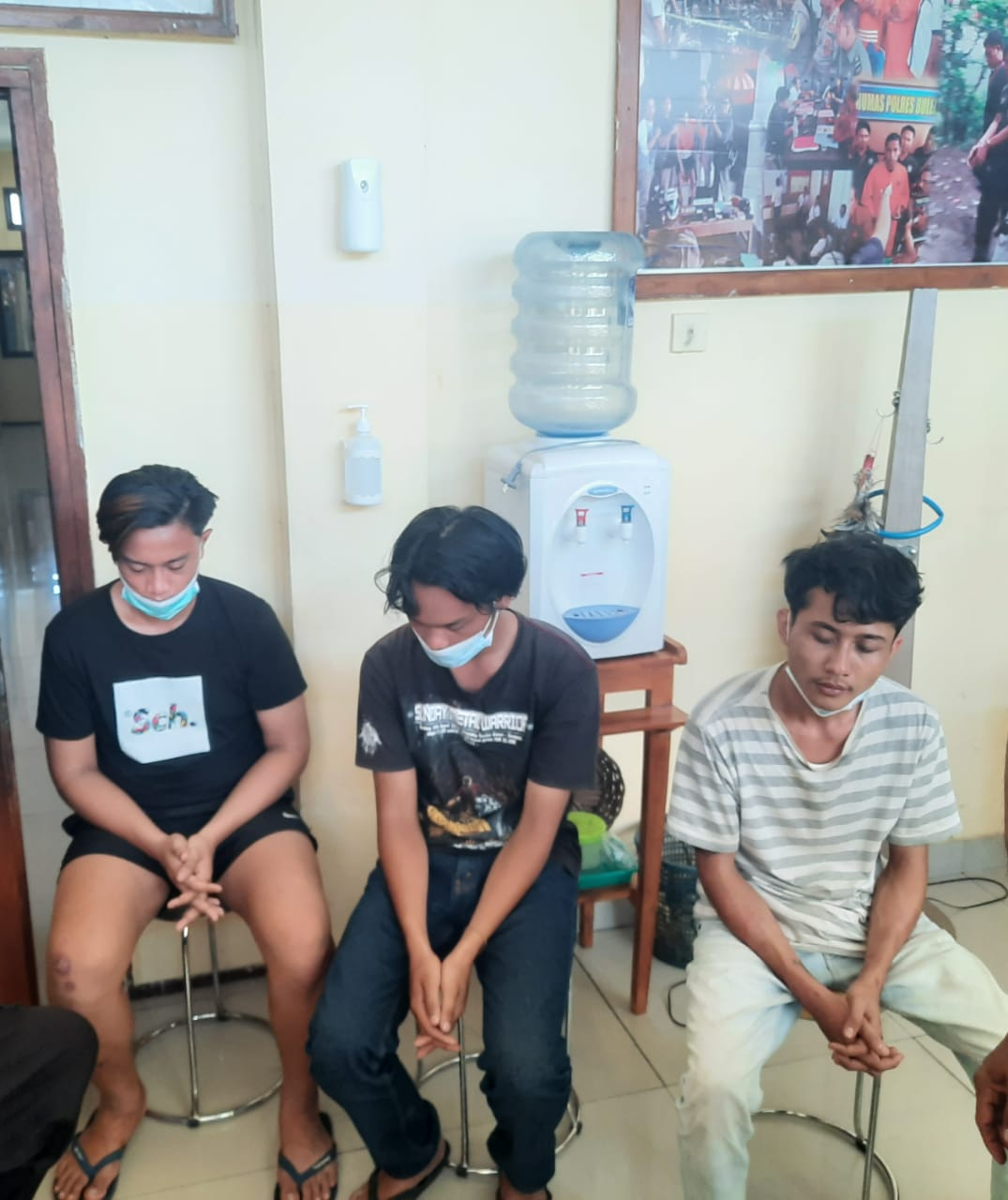 Polsek Seririt Ringkus 3 Pelaku Pencuri Barang Elektronik Sekolah