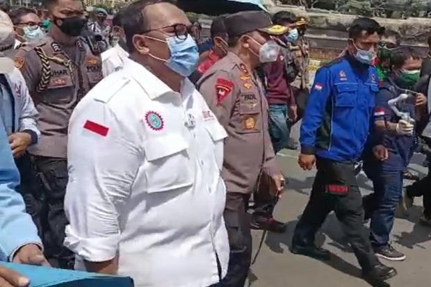 Kapolda Metro Irjen Fadil Dampingi Serikat Buruh Antar Petisi ke MK