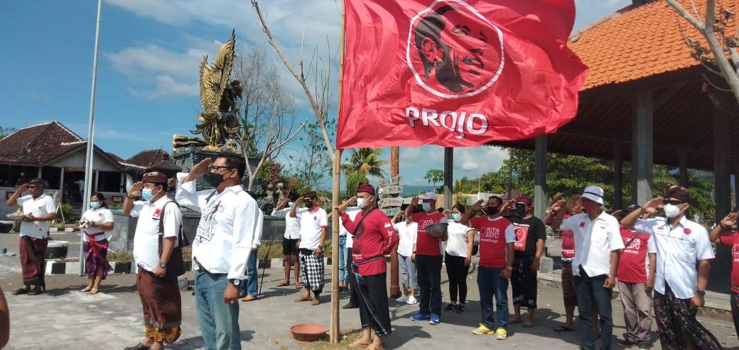 Projo Bali Tabur Bunga di Pantai Buleleng, UngkapkanDuka Tenggelam KRI 402