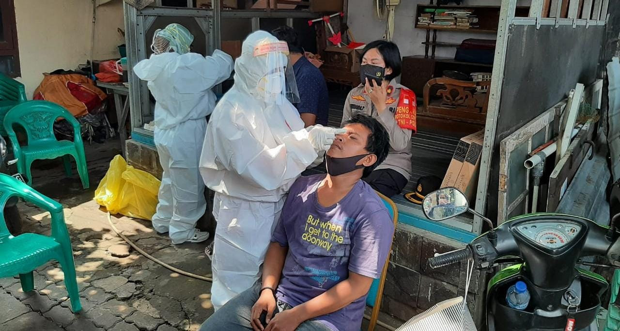 Polsek Ciputat Timur Sidak Swab Antigen Door to Door Warga Ciputat yang Mudik dan Tidak Mudik