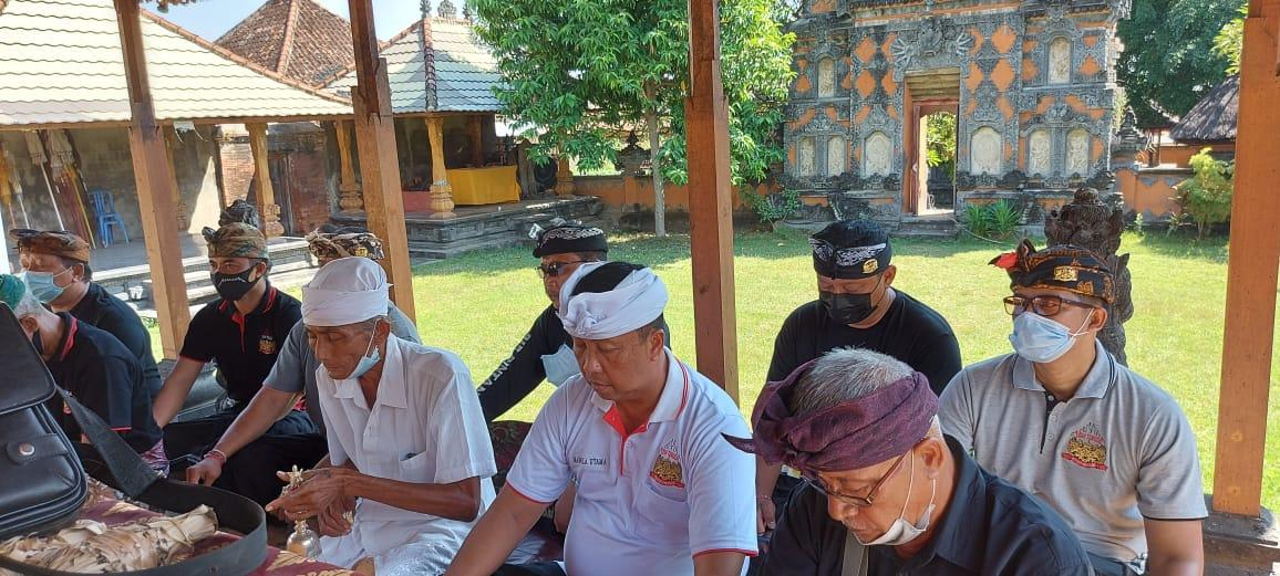 3 Tempat Ibadah Dapat Bantuan Wastafel Dari Semeton Puri Buleleng