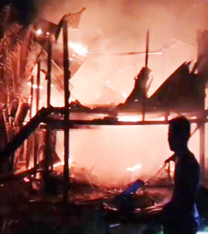 Gegara Lampu Minyak Satu Rumah Terbakar, Pemilik Nyaris Tewas