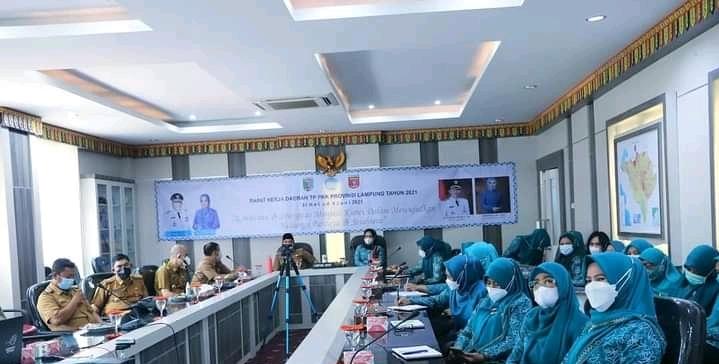 Bupati Lambar Bersama Ketua TP PKK Lambar Hadiri Raker Provinsi Lampung 2021