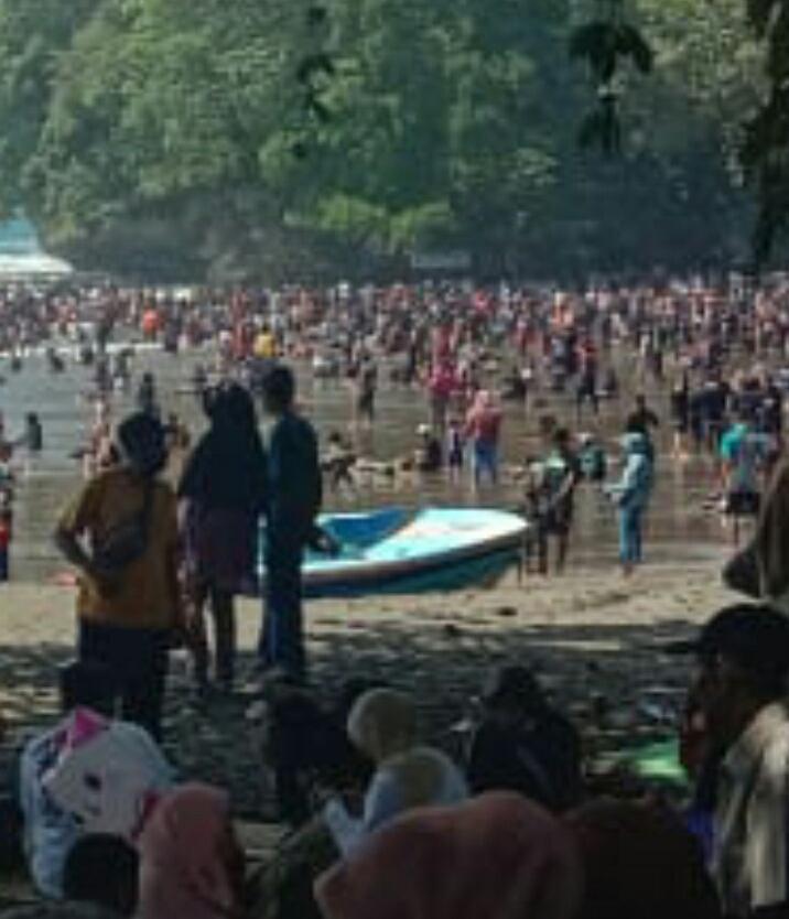 Akibat Pengunjung Tidak Mentaati Prokes, Objek Wisata Pantai Pangandaran Ditutup !!!!!