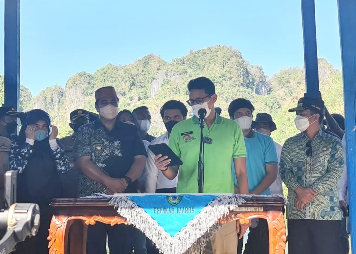 Sandiaga Uno Kunjungi Obyek Wisata Rammang-Rammang Kabupaten Maros