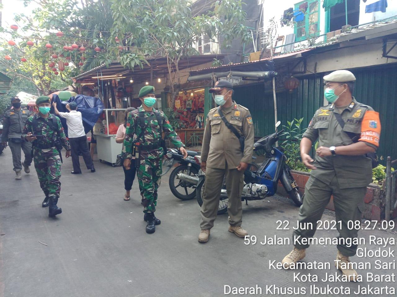 Satpol PP Tamansari Gencarkan Operasi Tertib Masker di Kawasan Glodok Jakarta Barat