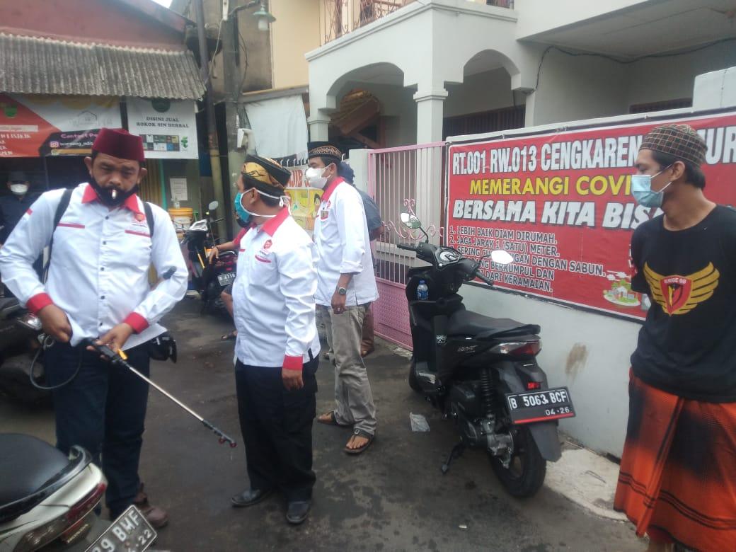 Antisipasi Penyebaran Covid-19, Ormas BJI Bersama PWI Koordinatoriat Jakbar Lakukan Penyemprotan Disinfektan