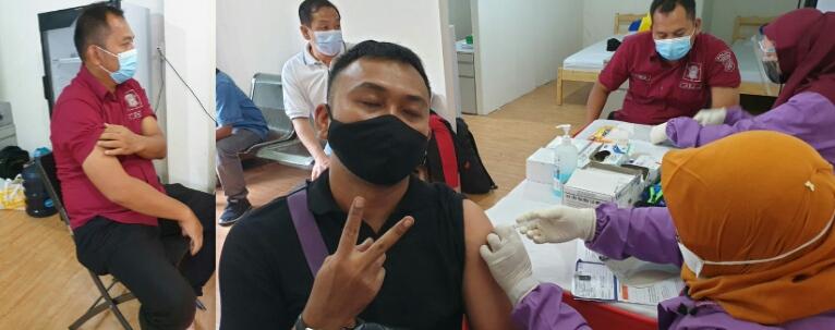 Petugas Pramubakti di Samsat Jakarta Utara Divaksinasi
