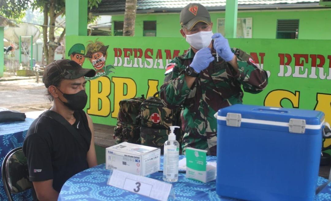 Satgas Yonif 131 Gelar Vaksin Covid-19 Untuk Masyarakat di Perbatasan Jayapura Papua